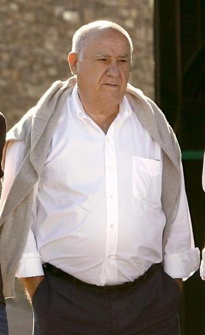 El segundo lugar de la lista fue para el fundador de la cadena de tiendas de ropa Zara, el español Amancio Ortega, con una fortuna de 67 mil millones de dólares.