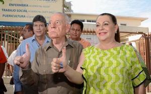 A Carlos Herrera le sobreviven su esposa Vilma; sus hijos Leticia, Ernesto y Carlos.