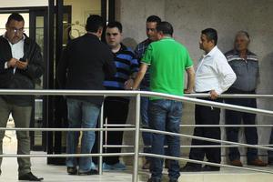 Políticos, empresarios y familiares, acudieron al hospital a apoyar a la familia.