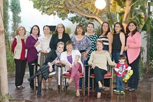 01032016 GRATA CONVIVENCA.  Un grupo de amigas se reunió para celebrar su amistad.