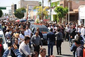 Cientos de personas acudieron a las calles a despedir a Carlos Herrera.