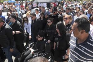 El féretro del empresario partió desde la Catedral de Guadalupe hasta la explanada de la presidencia municipal.