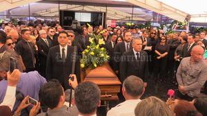 El dirigente nacional del Partido Revolucionario Institucional (PRI), Manlio Fabio Beltrones, encabezó la guardia de honor al lado del gobernador Jorge Herrera Caldera.