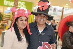 02032016 DE PASEO.  Sandra y Antonio.