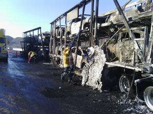 Un total de 12 vehículos fueron consumidos por las llamas.
