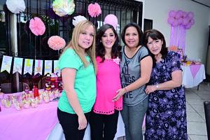 04032016 TIERNA ESPERA.  Karla Liliana Fuentes Alvarado en compañía de las anfitrionas de su prenatal Martha, Ana y Luz María.