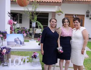 06032016 Los mejores deseos recibió la festejada de parte de familiares y amistades.