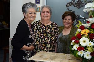 04032016 ONOMáSTICO.  Cumple de Bertha Álvarez García en compañía de sus hermanas, Brunhilda e Irene.