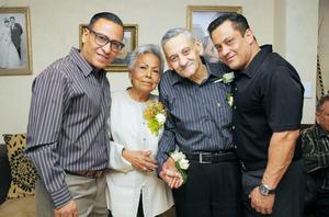 06032016 ANIVERSARIO DE BODAS.  María Ignacia Mancillas de Figueras y Humberto Figueras con sus hijos en su festejo por sus 50 años de casados.