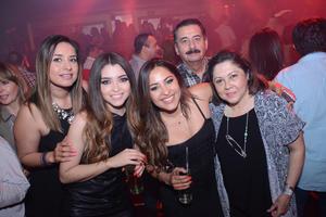 08032016 FIESTA RETRO.  Leslie, Rocío, Amparo, Paloma y Enrique.