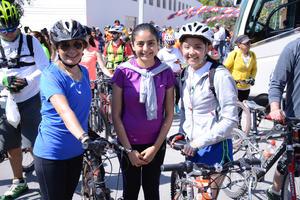 08032016 EN LA RODADA DEL MARATóN.  Esther, Katia y Monse.