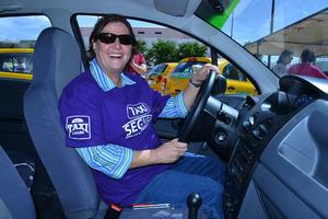 Taxis Laguna otorgó un vehículo para cada conductora.