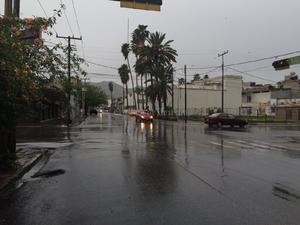 Las calles del centro presentan abundante humedad.