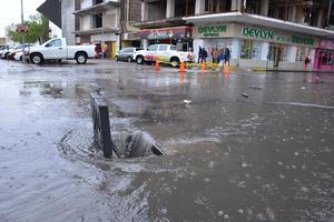 Han caído 23.4 milímetros de precipitaciones pluviales y los drenajes sanitarios y pluviales son los que ya están saturados.