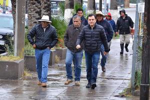 Xavier Herrera informó que durante la mañana se destaparon y realizaron labores de limpieza en las alcantarillas para que el agua fluyera más rápidamente.