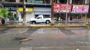 Las lluvias intermitentes provocaron nuevos hundimientos de diferentes tamaños en las obras del Paseo Morelos.