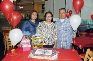 10032016 FELIZ CUMPLEAñOS.  Ivanna Gómez Treviño con sus papás, Cristina Treviño e  Iván Gómez Durán.