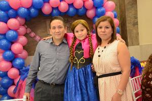 11032016 CELEBRó SU CUMPLEAñOS.  Melanie Sánchez Hernández con sus papás José de Jesús y Nancy Patricia.