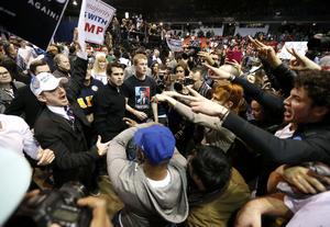 Episodios de violencia se registraron durante un mitin de Donald Trump.