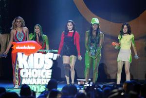 Fifth Harmony recibió el tradicional baño de sustancia babosa.