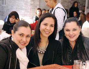 13032016 MUY GUAPAS.  Toni, Marcela y Lizeth.