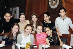 14032016 AMIGOS.  Susy, Aitana, Ivanna, Luciana, Carol, Luisa, Lorena, Santiago y Sebastián.