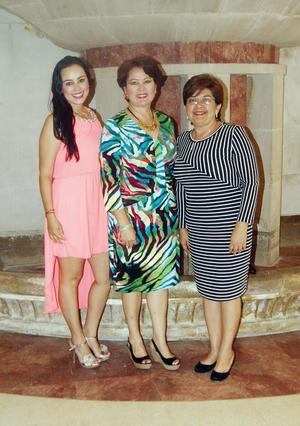 14032016 EN EL TEATRO.  Martha Adriana de Mora, Margarita de Salcido y Adriana Mora.