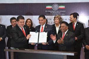 """El gobernador reconoció a las corporaciones de Seguridad Nacional y a la Sedena por """"contribuir a la paz de la entidad""""."""