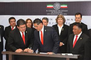 El gobernador también destacó la firma del convenio de Coordinación Metropolitana que se firmó en la ciudad de Torreón, con su homólogo de Coahuila, Rubén Moreira Valdez y el secretario de Gobernación, Miguel Ángel Osorio Chong.