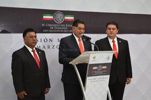 Previo a su discurso, Herrera Caldera presentó las iniciativas a Favor del Adulto Mayor y de Transparencia y Accesos a la Información Pública.