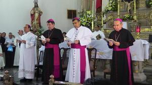 Católicos que abarrotaron la catedral.