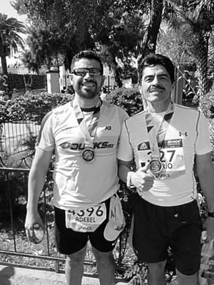 18032016 CRUZAN A LA META.  Adebel Martínez y Mario Sosa, al terminar una vez más el Maratón Lala.
