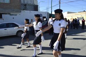Las alumnas de la escolta del instituto.