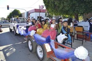 Los alumnos más jóvenes en el desfile.