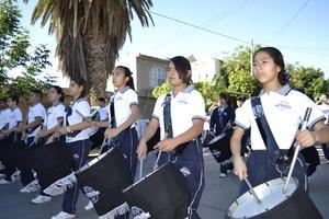 Los alumnos rindieron honores con la banda de guerra.