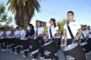 La banda de guerra de la institución durante el desfile.