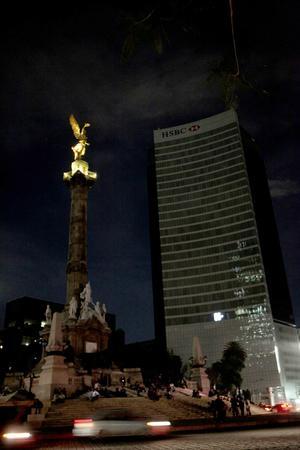El Ángel de la Independencia participó en la Hora del Planeta, como desde hace 10 años.