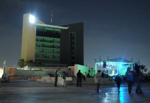 La presidencia de Torreón, permaneció apagada de 20:30 a 21:30, para participar en la iniciativa la Hora del Planeta, la cual busca hacer conciencia en el ahorro de energía y disminuir los efectos del calentamiento global.