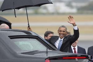 """El presidente estadounidense, Barack Obama, saludó a los cubanos, al poco tiempo de aterrizar en La Habana, con un simpático mensaje en su cuenta oficial de Twitter, en el que se lee en español """"¿Que bola Cuba?"""", una expresión habitual en el lenguaje coloquial de la isla."""
