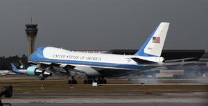El Air Force One aterrizó en el Aeropuerto Internacional de La Habana sobre las 16:20 hora local (20:20 GMT).