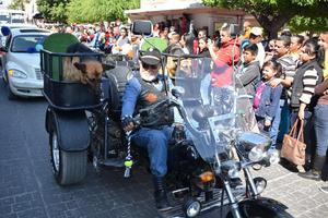 Grupos de motociclistas de unieron.