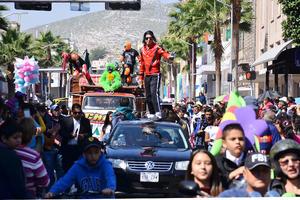 """Artistas famosos como """"Michael Jackson"""" acompañaron al contingente."""