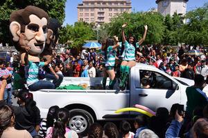 Las Guerreritas apoyando al Santos Laguna también desfilaron.