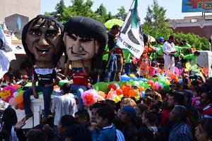 El orgullo deportivo por los equipos locales se sintió en el desfile.