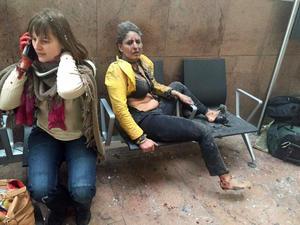 Varias personas quedaron heridas en el Aeropuerto Internacional de Zaventem. Varias ambulancias llegaron al lugar para auxiliar a las personas.