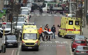 """En un comunicado, difundido en inglés y que no pudo ser verificado, señala que combatientes del EI """"detonaron una serie de bombas, cinturones y aparatos explosivos, el martes, contra el aeropuerto y una estación de metro del centro de Bruselas, capital de Bélgica, un país que participa en la coalición internacional contra el Estado Islámico""""."""