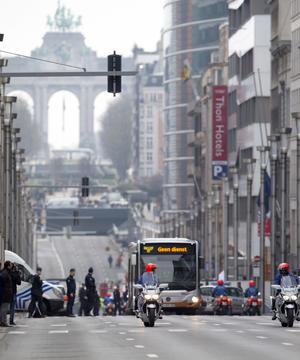 La estación del metro está cercana a la sede de la Comisión Europea y del Consejo Europeo, máximos órganos de la Unión Europea (UE), así como de medios de prensa internacionales.