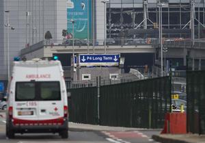 Una fuere movilización de rescatistas y elementos de seguridad se desplegó en Bruselas.