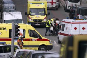 Al mismo tiempo, los hospitales han pedido a los ciudadanos que acudan a donar sangre para hacer frente a la demanda.