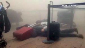 Videos captados dentro del aeropuerto mostraron el terror que se apoderó de los pasajeros.